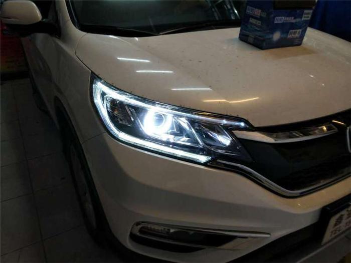 本田CRV车灯改装阿帕6改后大灯外观效果