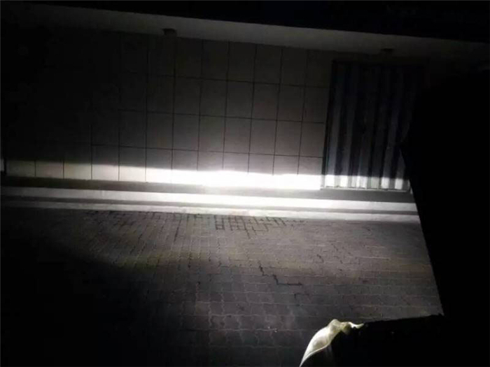 本田CRV车灯改装阿帕6套装改后照墙近光效果