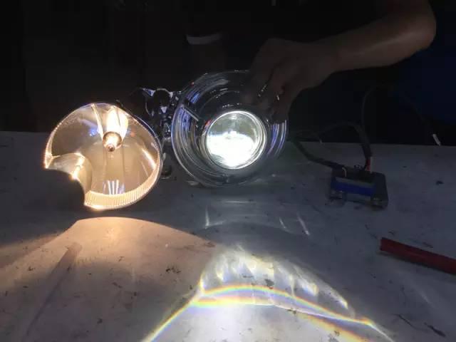 克莱斯勒大捷龙原车灯杯加装透镜