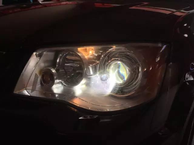 克莱斯勒大捷龙车灯改装-阿帕6透镜效果