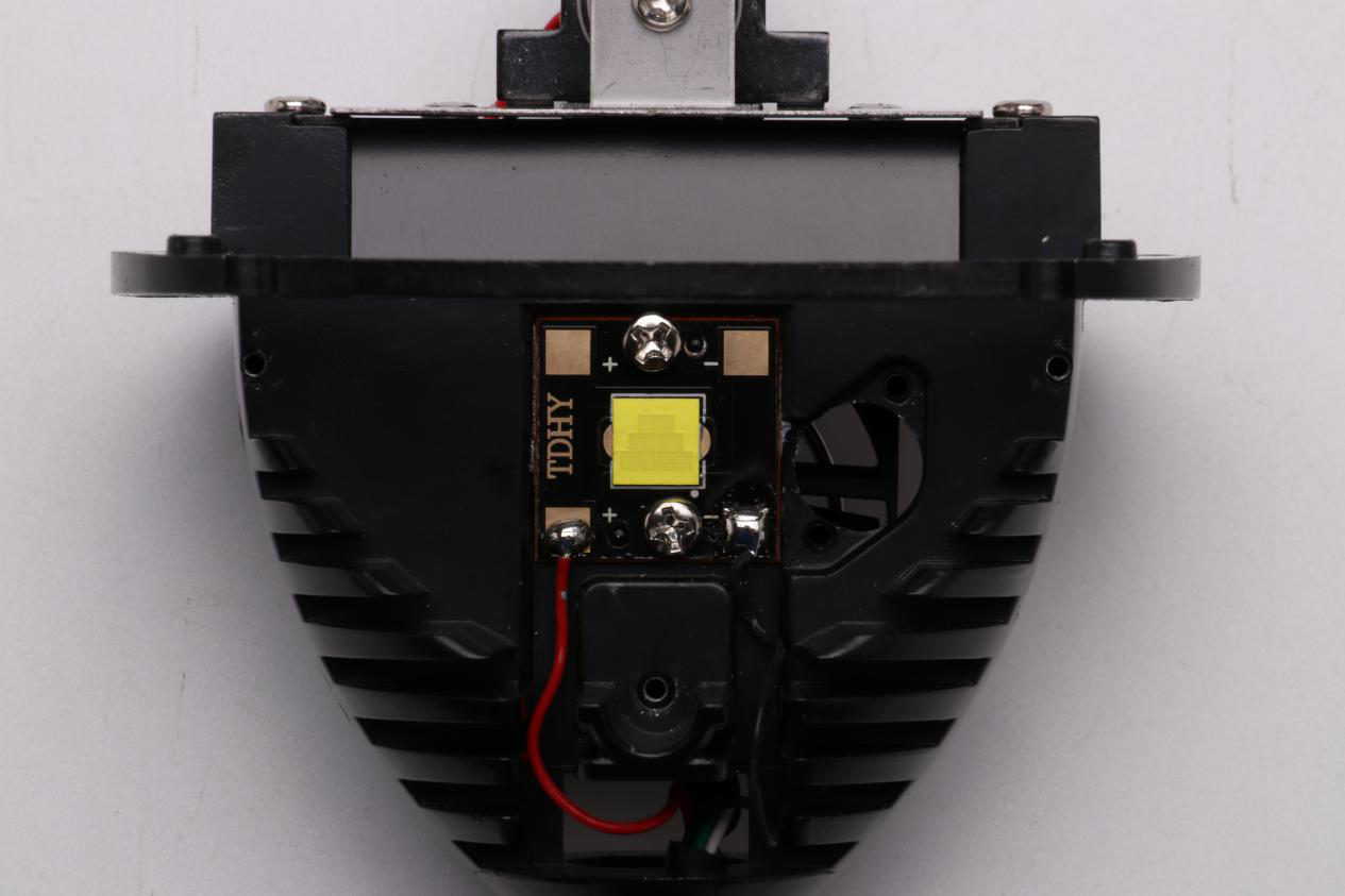 led透镜大灯的内部构建