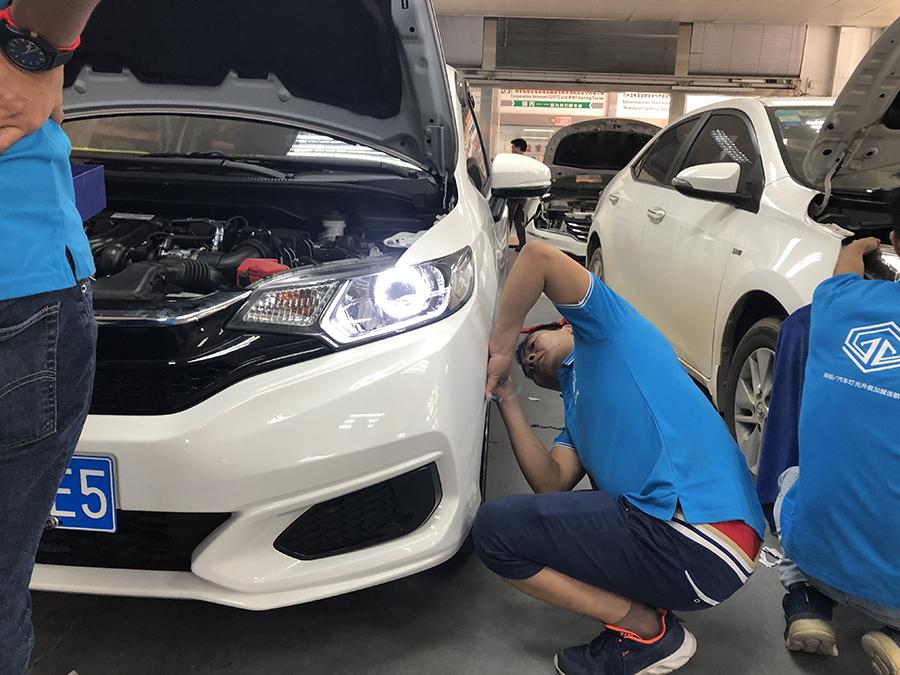 汽车大灯改装培训二十一期培训班学员实践课