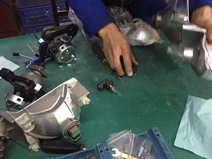 卡罗拉车灯升级阿帕氙气灯,组装灯泡透镜