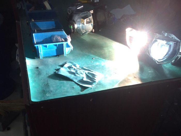 卡罗拉车灯升级中,测试灯光