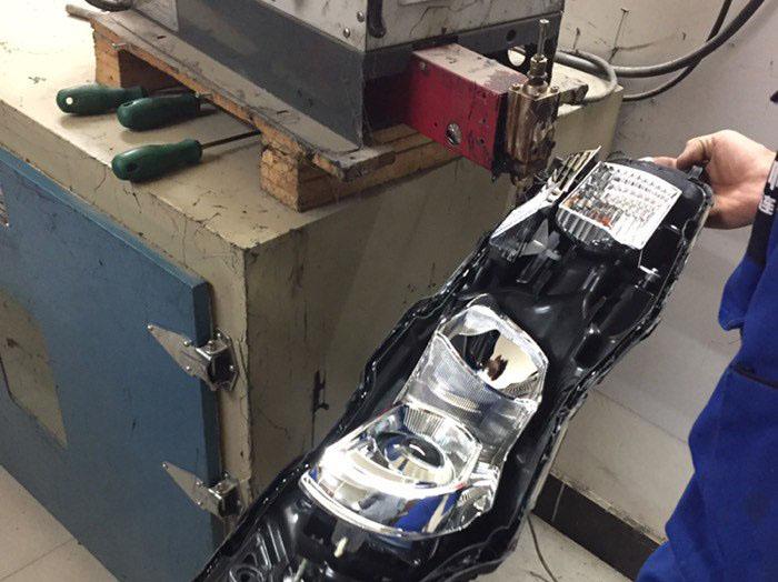 卡罗拉车灯升级阿帕2A氙气大灯,注胶