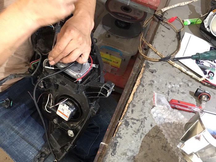 16款轩逸车灯改装阿帕氙气灯,固定安定器