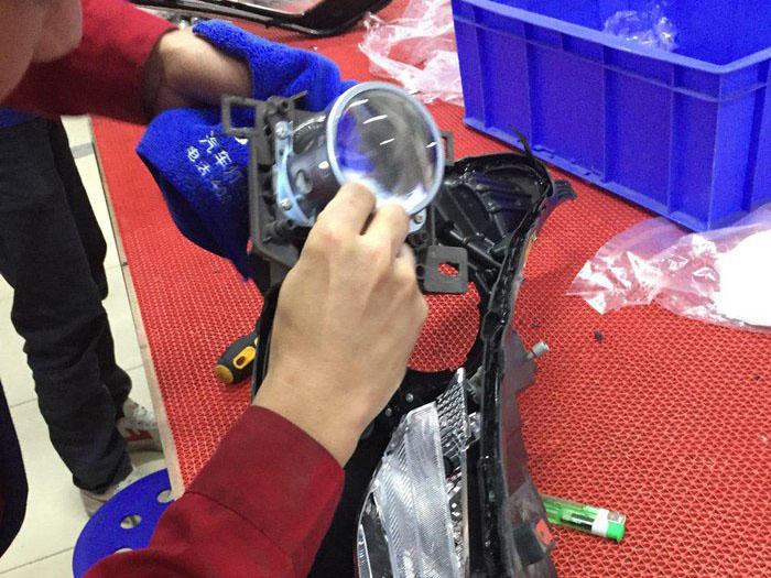 迈锐宝车灯改装阿帕5XV氙气灯,拆卸原车透镜
